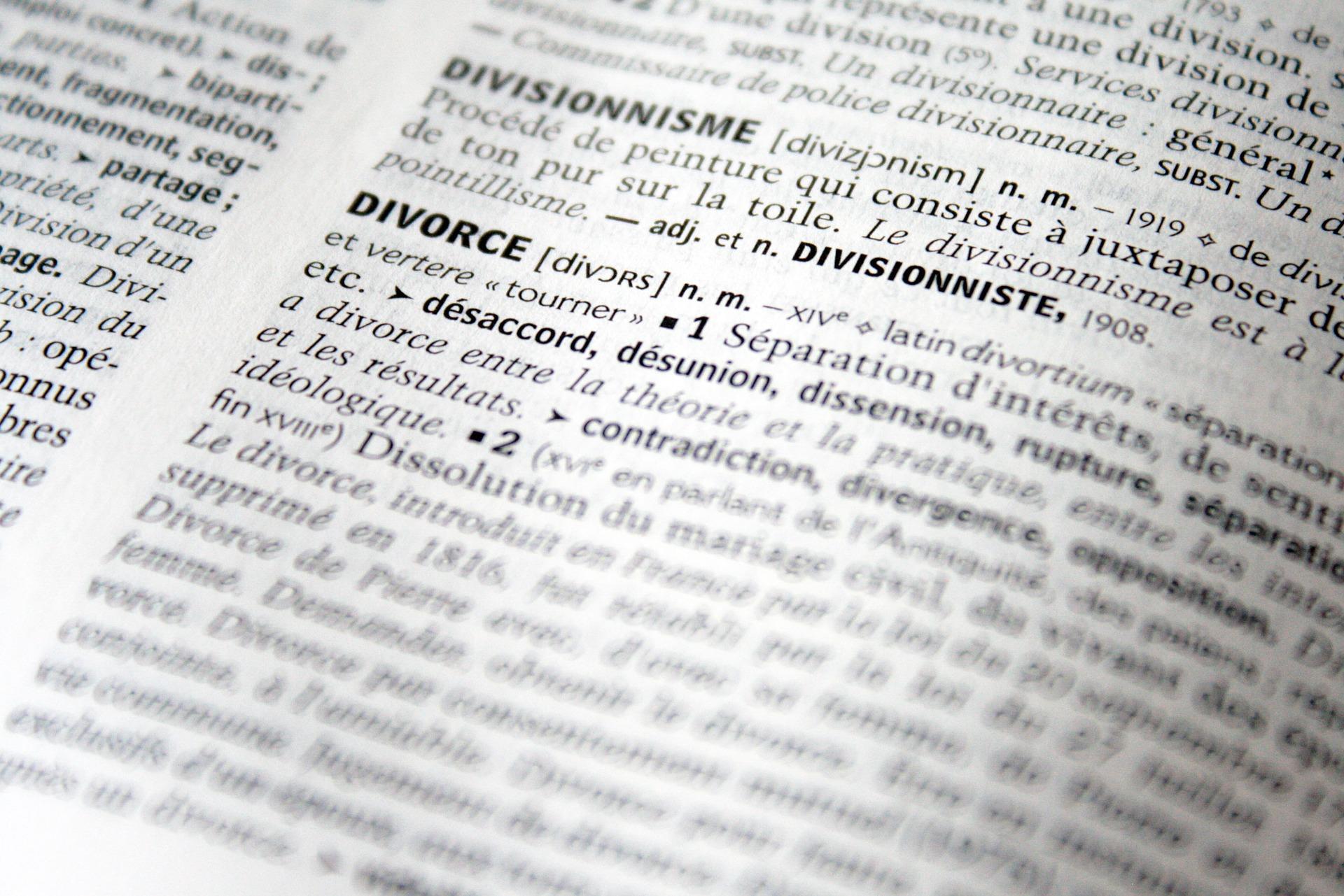 Appel du divorce : quel impact sur le devoir de secours ?