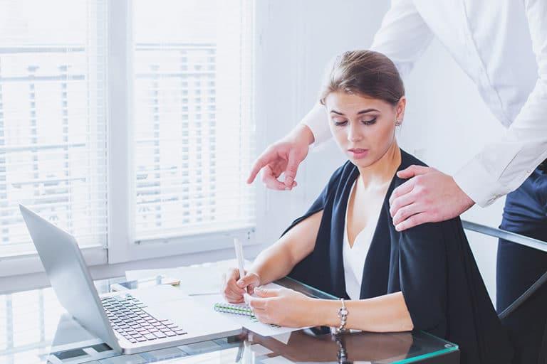 harcelement au travail moral ou sexuel un avocat vous aide